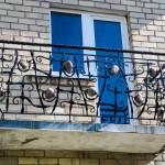 #broliųkalvė balkonas su akmenukais (1)